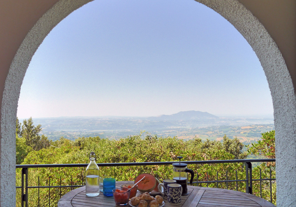 Summer breakfast - villa for rent near Rome