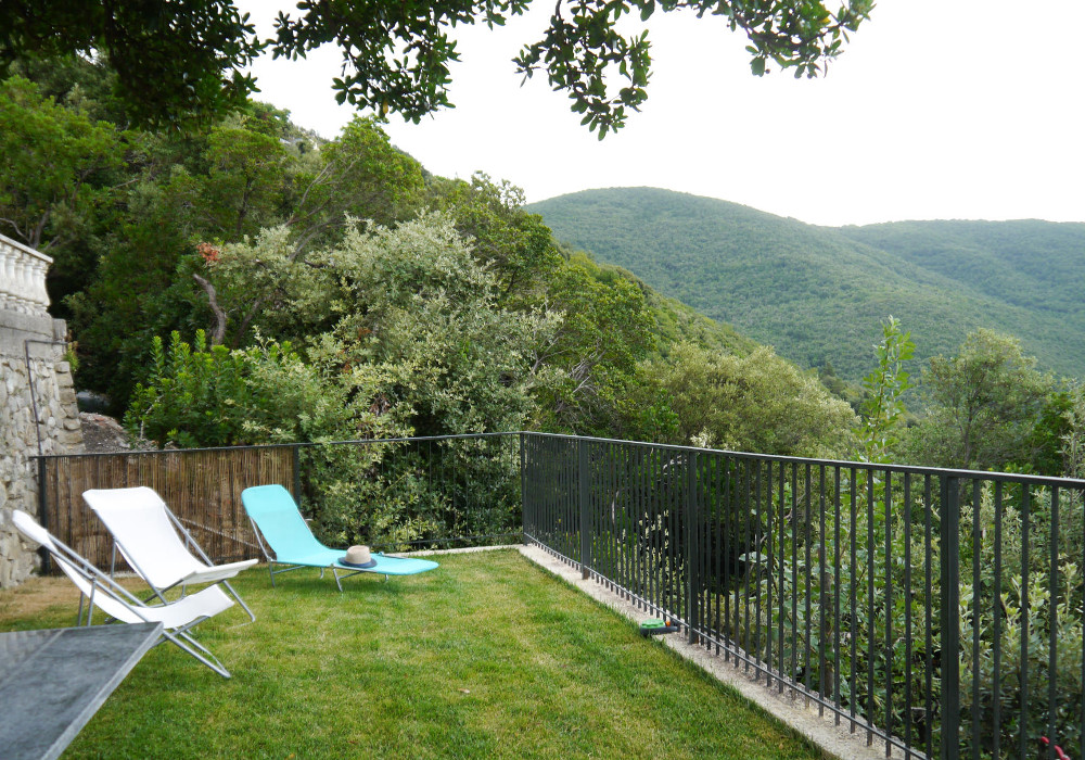 Lawn below the house - villa rental near Rome