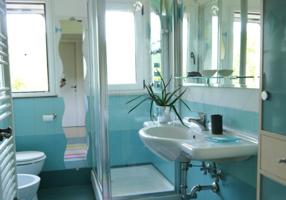 Bathroom with shower   - Holiday villa to rent near Rome